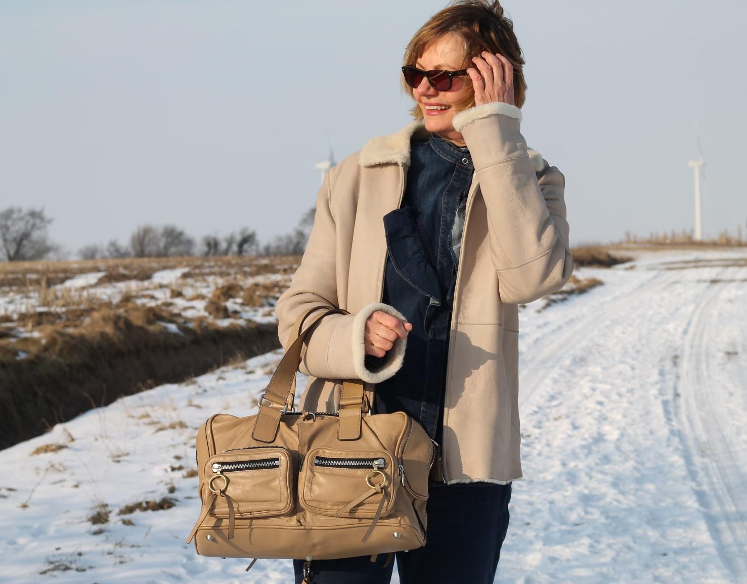 nordfriesland outfit im schnee lammfell