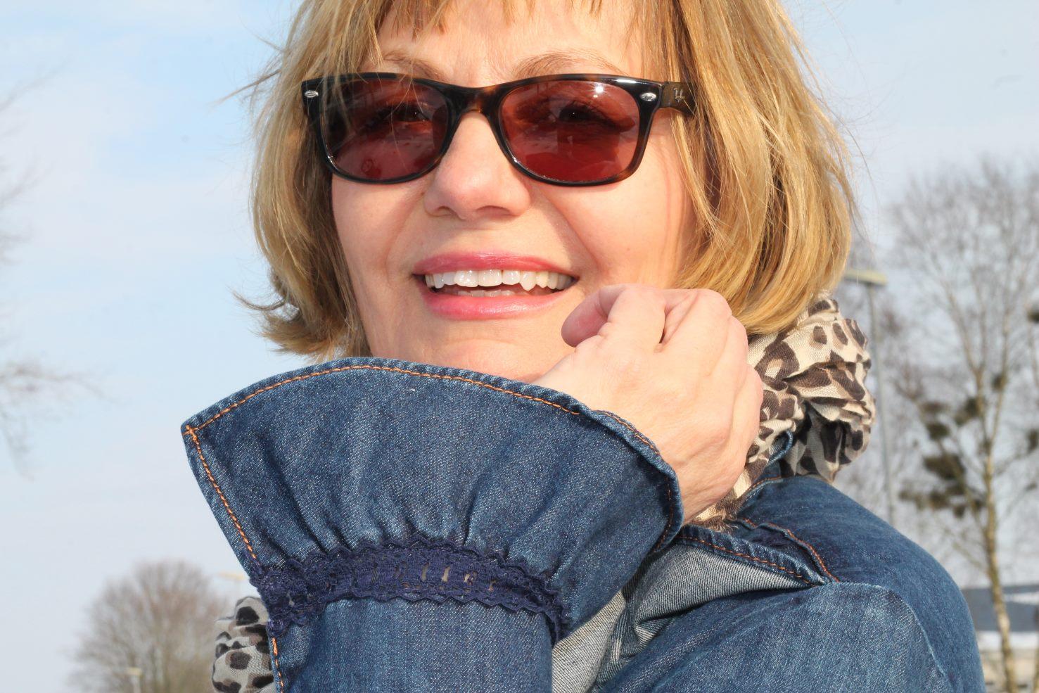 ue50 - jeansbluse mit rueschen