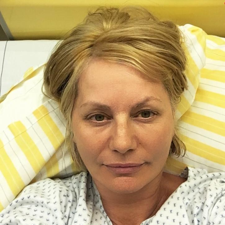 Oberschenkelhalsbruch, OP Hemd, Pflegebett, Krankenhaus