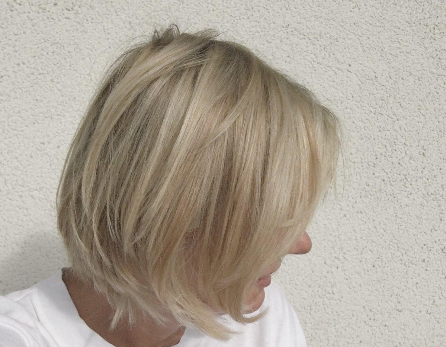 blonde straehnchen pflegen mit hyaluron shampoo