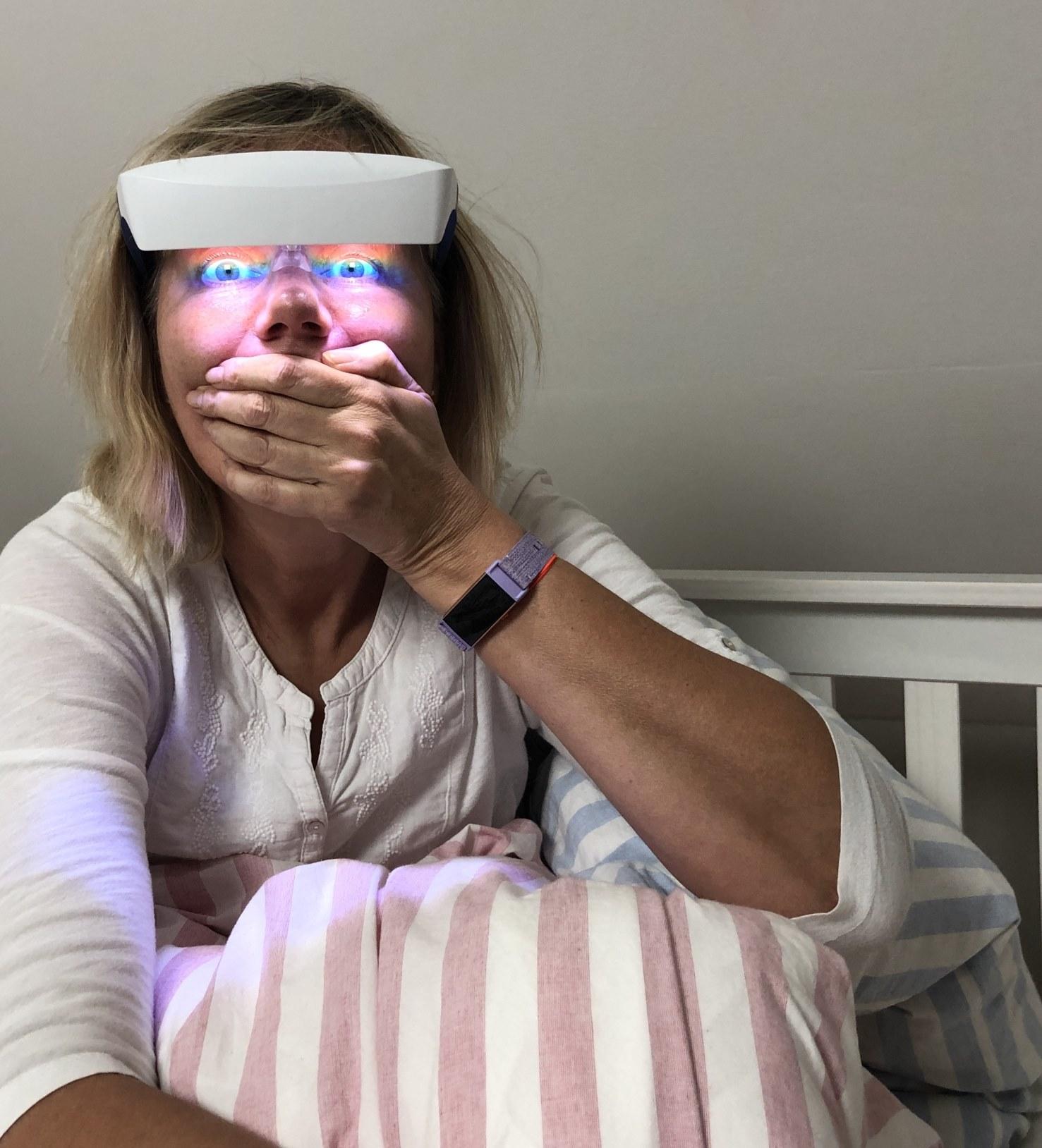 lichttherapie, brille, luminette, im bett