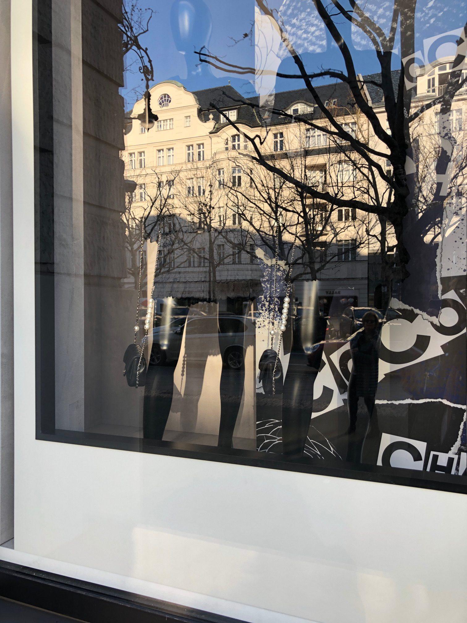 Schaufenster Spiegelung Berlin Kurfürstendamm Chanel