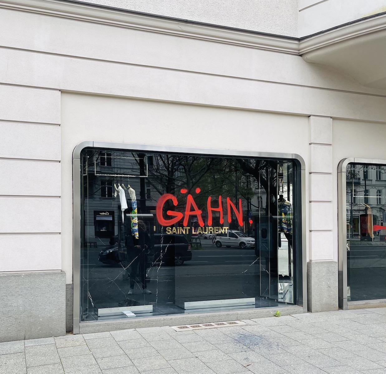 Berlin kurfüstendamm Schaufenster der nobelboutiquen Yves saint laurent
